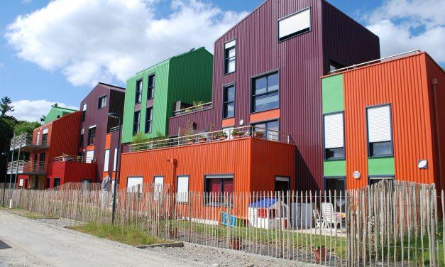 Et si la pénurie d'auxiliaires de vie se comblait grâce à un parc immobilier accessible ?